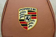 Porsche Cayenne подголовник c вышитым логотипом
