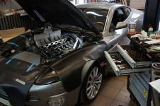 Aston Martin Vanquish во время техобслуживания в тюнинг-центре lkw-neva