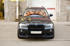 BMW X5 c установленым аэродинамическим китом от Hamann Flash передний бампер