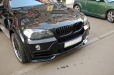 BMW X5 c установленым аэродинамическим китом от Hamann Flash капот и расширители колесных арок