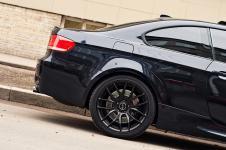 BMW M3 в кузове E92 Coupe с черными задними дисками Breyton