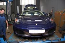 Ferrari F430 spider вид спереди поднят капот