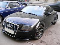 Audi TT передний бампер с большой решеткой Hofele